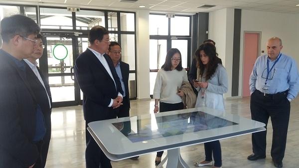 Η Διοικητική Επιτροπή της ζώνης υψηλής τεχνολογίας του Qingdao (QHZA) επισκέπτεται το κτίριο Διάχυτης Νοημοσύνης
