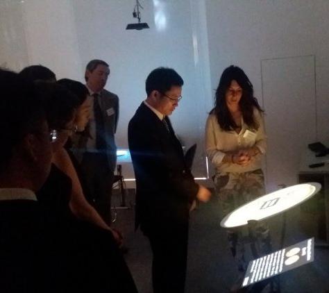 Αντιπροσωπεία της Λαϊκής Δημοκρατίας της Κίνας επισκέπτεται το κτίριο Διάχυτης Νοημοσύνης